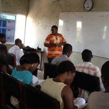 Le professeur et ses étudiants au cours